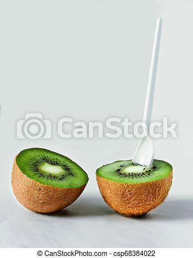 Two halves of kiwi - csp68384022