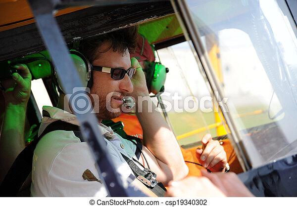 Two pilots testing the radio (1) - csp19340302