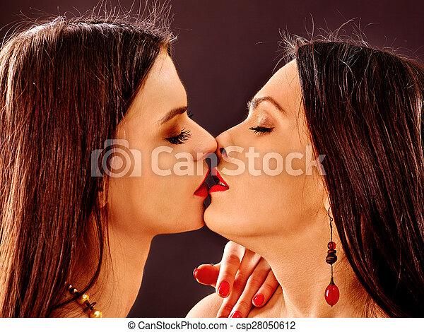 Поцелуй женщин видео невозможно