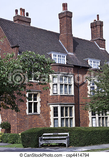Typical house in English countrysid - csp4414794