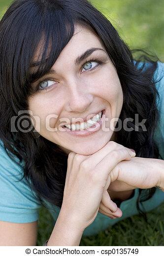 uśmiechnięta kobieta - csp0135749