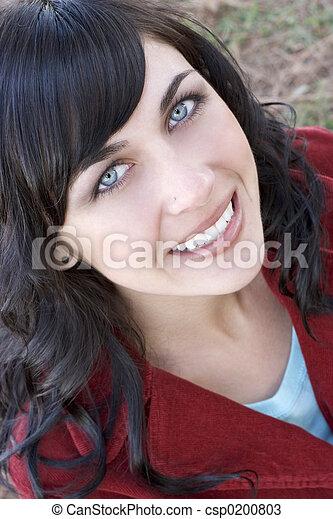 uśmiechnięta kobieta - csp0200803