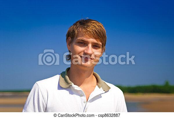 uśmiechnięty człowiek - csp8632887