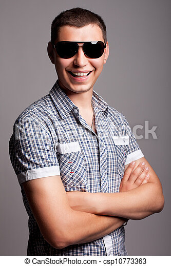 uśmiechnięty człowiek, sunglasses, młody, szczęśliwy - csp10773363