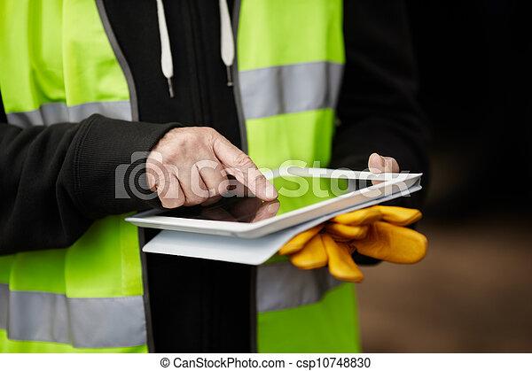 używając, budowlaniec, tabliczka, cyfrowy - csp10748830