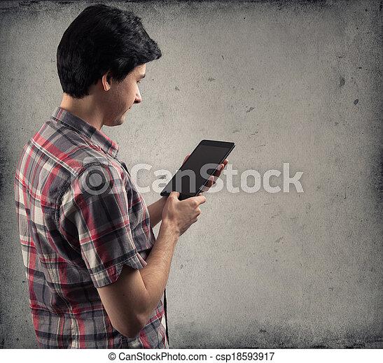 używając komputer, tabliczka, człowiek - csp18593917