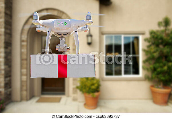 Sistema de aviones no tripulados (UAV) quadcopter dron entregando caja con cinta roja a casa - csp63892737
