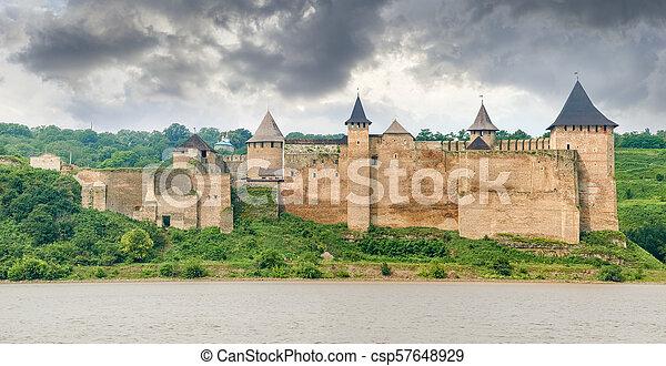 ucraina, panorama, khotyn, fiume, dniester, banca, fortezza - csp57648929