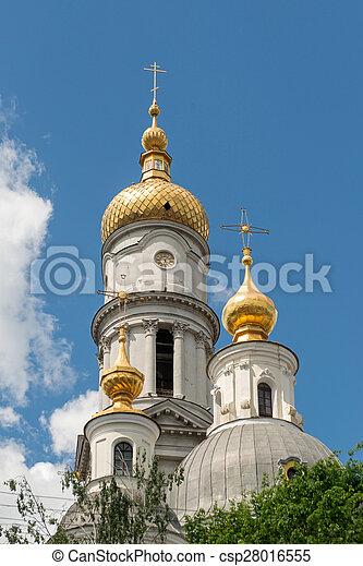 Belfry de la catedral de suposiciones en Kharkiv, Ucrania - csp28016555