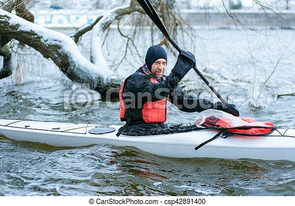 ucrania, kayaking río, invierno, 05 - csp42891400