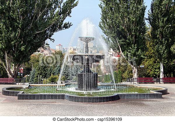 Fuente en Kharkiv, Ucrania - csp15396109