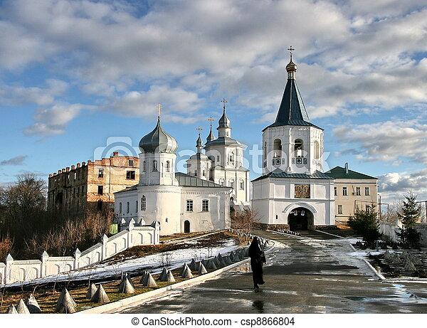 Molchansky o monasterio silencioso de la natividad de la madre de Dios en Putivl, Ucrania - csp8866804