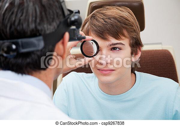 uitgezette, oogarts, gedresseerd, retinal, examen - csp9267838