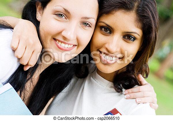 uni friendship - csp2066510