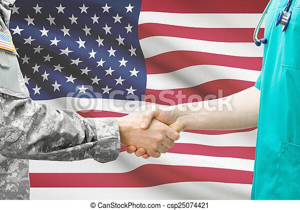 Soldados y médicos estrechando la mano con bandera en el fondo - Estados Unidos - csp25074421