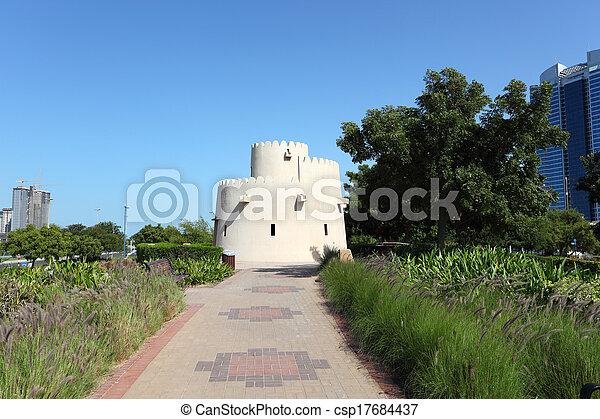 Una vieja torre en el parque Corniche en Abu Dhabi, emiratos árabes unidos - csp17684437