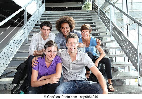 uniwersytet, szczęśliwy, grupa, młodzież - csp9961340