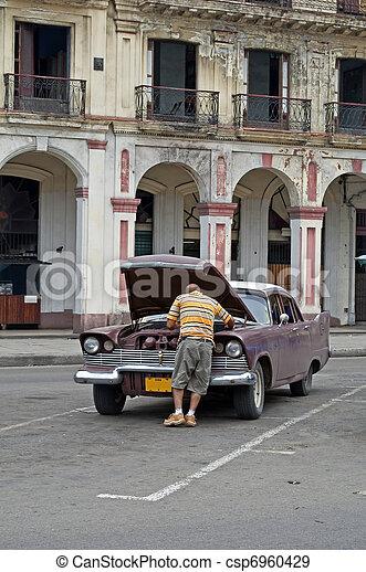 Ein kaputtes Auto. - csp6960429