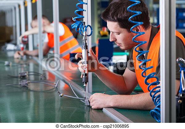 uomini, lavoro, precisione, produzione, durante, linea - csp21006895