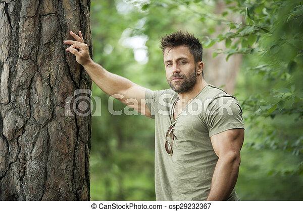 uomo barbuto - csp29232367