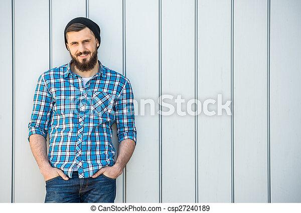 uomo barbuto - csp27240189