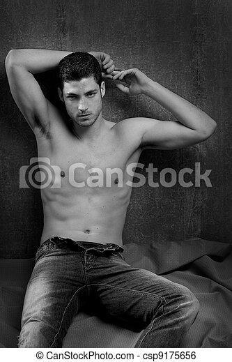 uomo, bianco, giovane, nero, shirtless, sexy - csp9175656