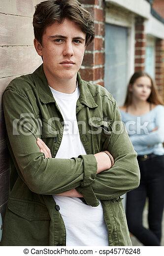 urbano, adolescente, armando, par, infeliz - csp45776248