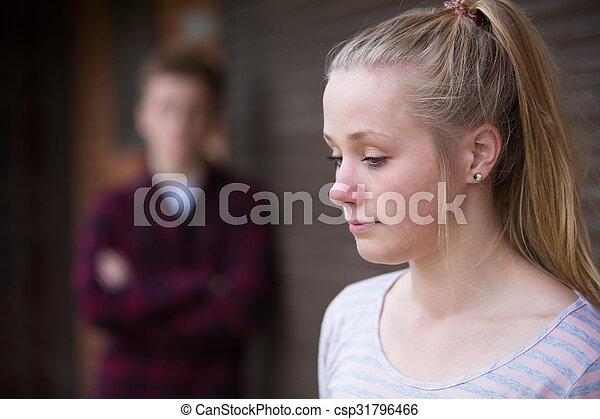 urbano, adolescente, armando, par, infeliz - csp31796466