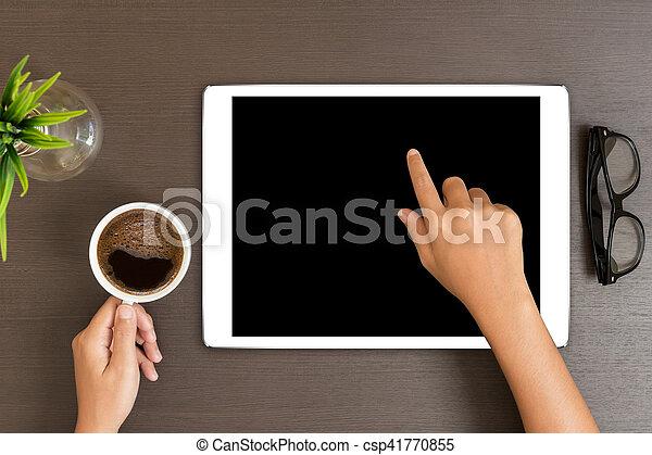 Usage tablette sommet main bureau table blanc vue