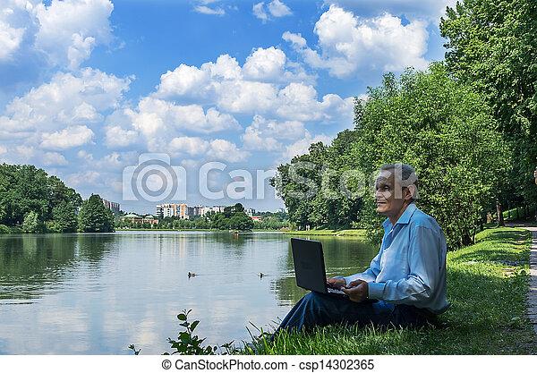 usages, ordinateur portable, homme, parc, étang - csp14302365