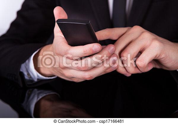 usando, mano, uomo affari, cellphone - csp17166481