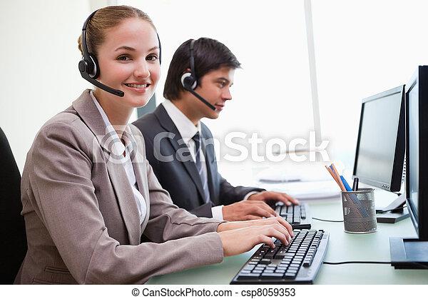 usando, sorrindo, computadores, trabalhadores, escritório - csp8059353