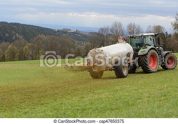 Use fertilizer to fertilize - csp47650375