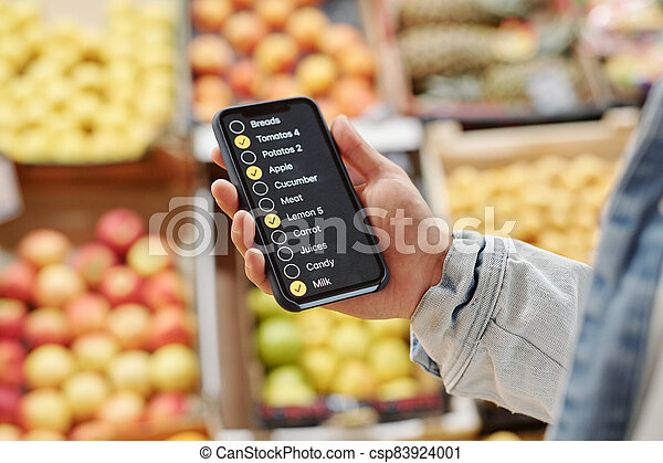 Using check-list app while buying food - csp83924001