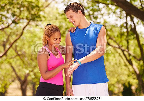 utbildning, fitwatch, disk, ung, sports, steg, fitness, par - csp37855878