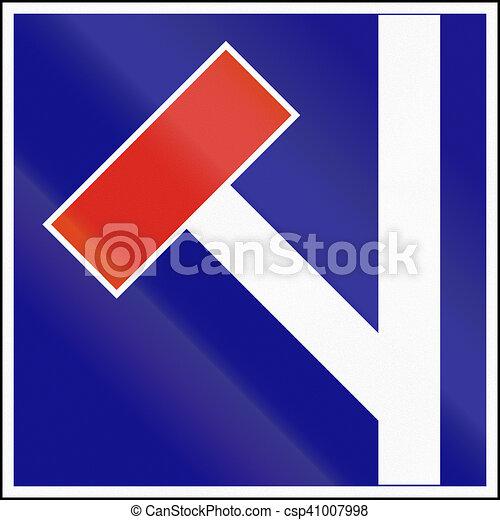 Señal de carretera usada en Hungría, no por la carretera a la izquierda - csp41007998