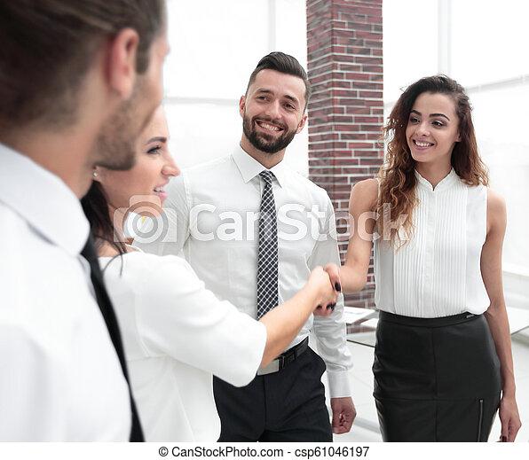 uzgodnienie, handlowy, powitać, inny, każdy, kobiety - csp61046197