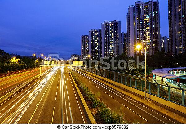 város, autó, modern, csillogó nyom - csp8579032