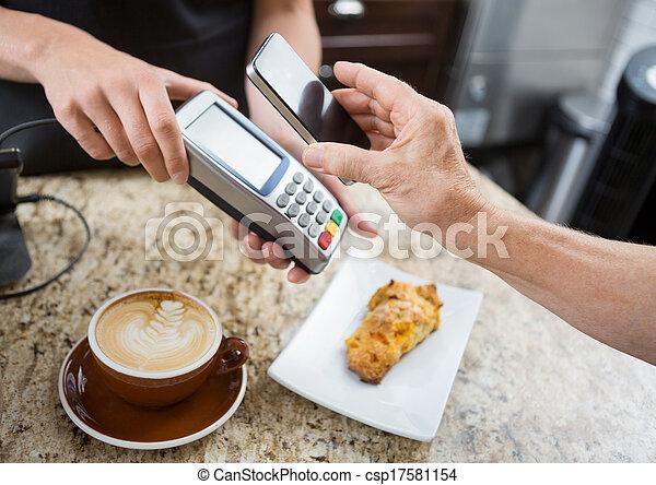 vásárló, kiegyenlít, mobilephone, kép, pult, körbevágott, át, egyetemi docens, kávéház, elektronikus, felett - csp17581154