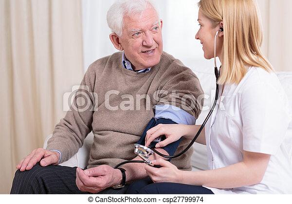 vérification, caregiver, hypertension - csp27799974