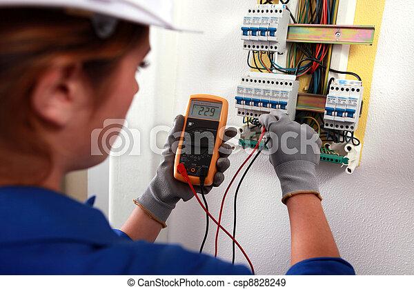 vérification, fusebox, électricien, femme - csp8828249