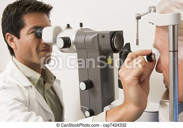 vérification, malade, yeux, docteur - csp7424332