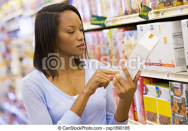 vérification, nourriture, femme, acheteur, étiquetage - csp1890185