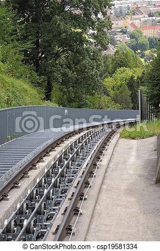 El ferrocarril funicular - csp19581334