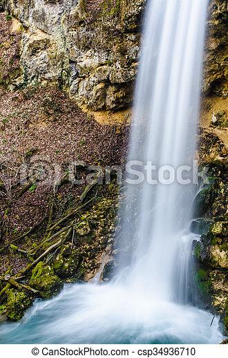 vízesés, erdő - csp34936710