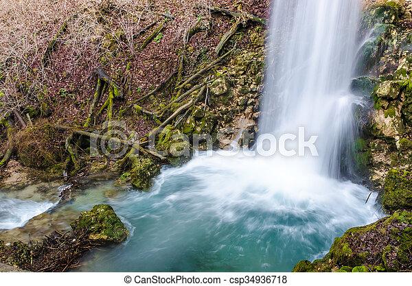 vízesés, erdő - csp34936718