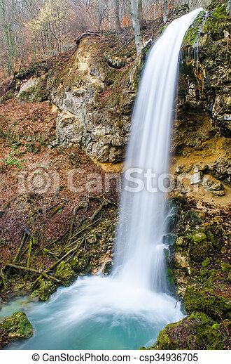 vízesés, erdő - csp34936705