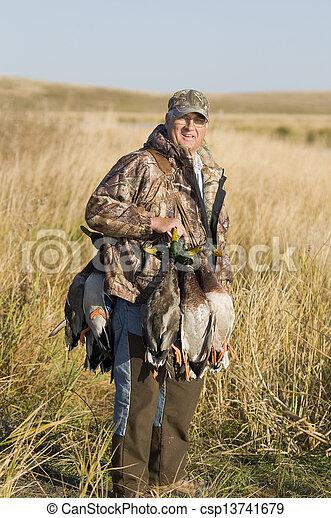 vízi madár, vadászat - csp13741679