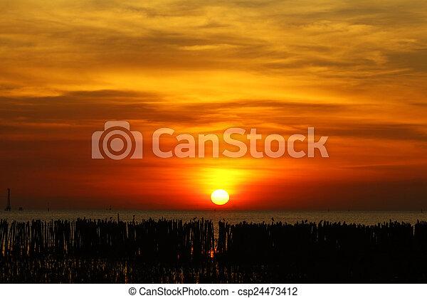 východ slunce - csp24473412