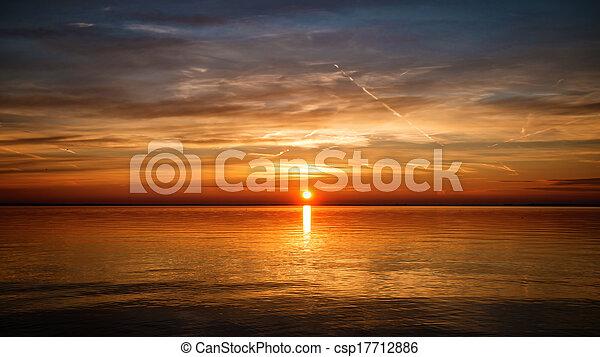 východ slunce - csp17712886